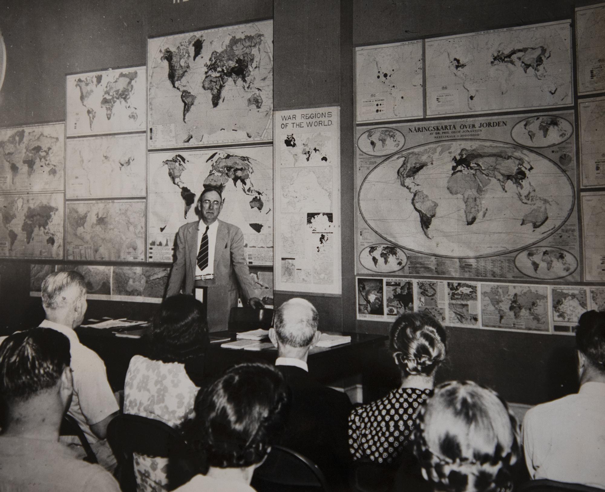 Howard Odum teaches a class